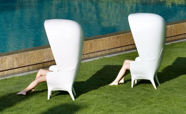 BD Barcelona Showtime outdoor chair with hood